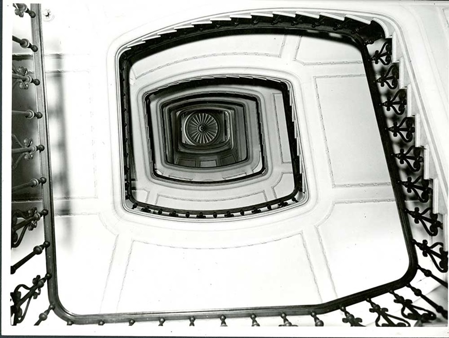 The Bank of England's famous cantilever staircase, looking upwards. When constructed at 165 feet, it was reputed to have been the longest in Europe!